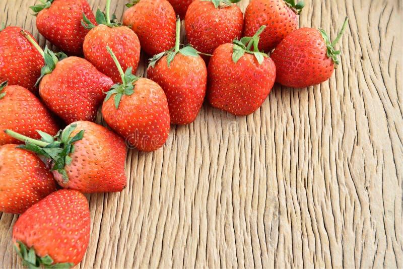 Download Morangos foto de stock. Imagem de vermelho, bonito, saudável - 65580422