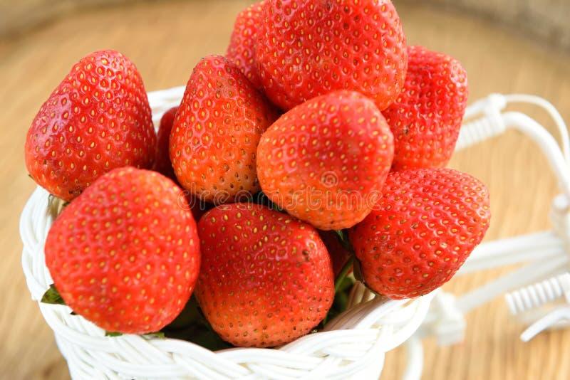 Download Morangos foto de stock. Imagem de strawberries, verão - 65580590