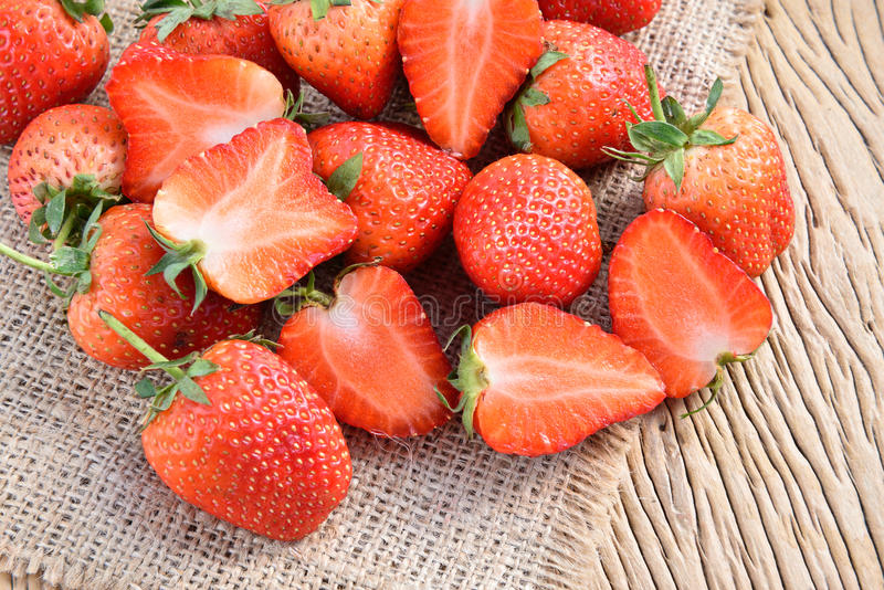Download Morangos foto de stock. Imagem de strawberries, seasonal - 65580618