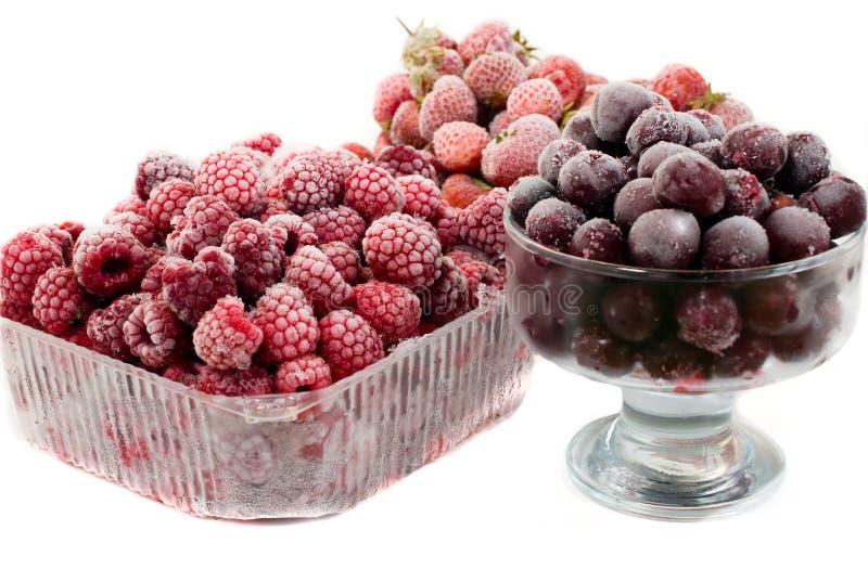 Morangos, cereja e framboesas congeladas imagem de stock royalty free