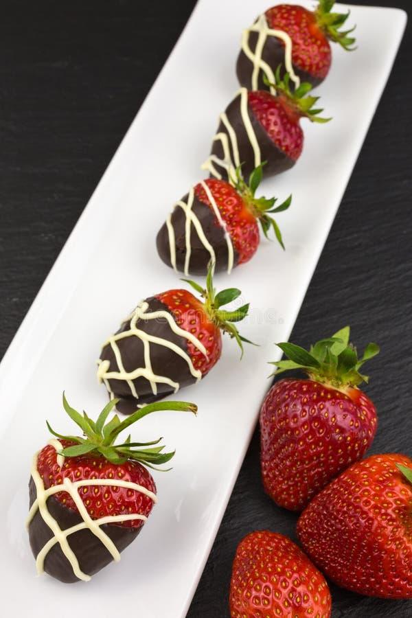 Morangos cobertas com o chocolate imagem de stock