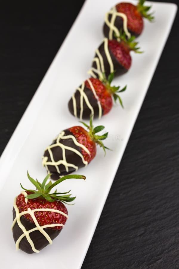 Morangos cobertas com o chocolate fotografia de stock