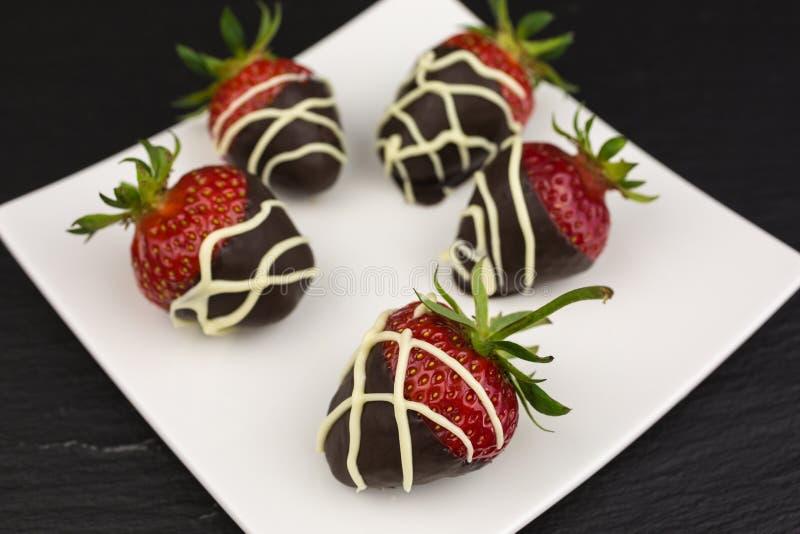 Morangos cobertas com o chocolate imagem de stock royalty free