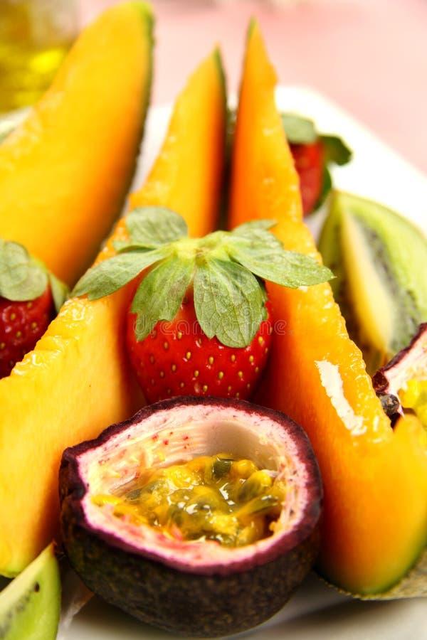 Download Morangos e Passionfruit foto de stock. Imagem de sementes - 10055670