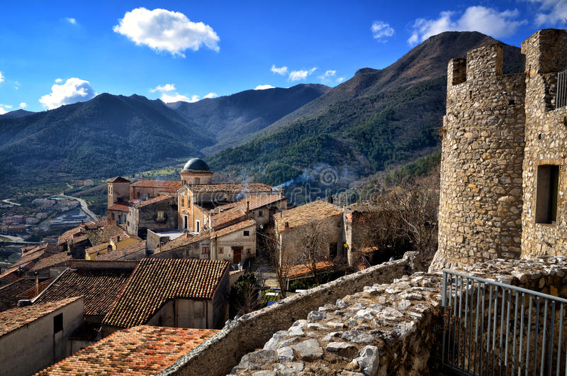 Morano Calabro, vila empoleirada no parque nacional de Pollino fotografia de stock