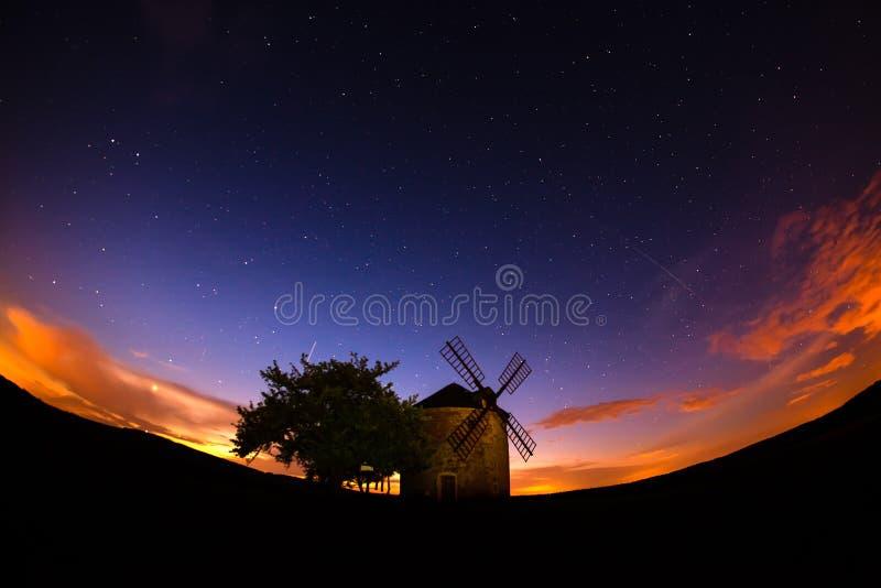 Moravian老风车在微明的夏天 免版税图库摄影
