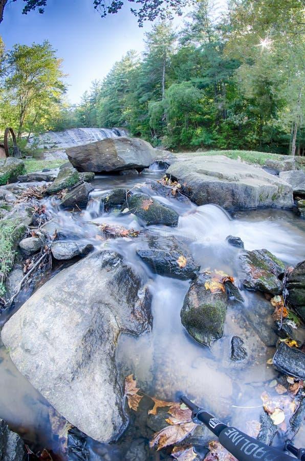 Moravian nedgångar parkerar North Carolina berg royaltyfri foto