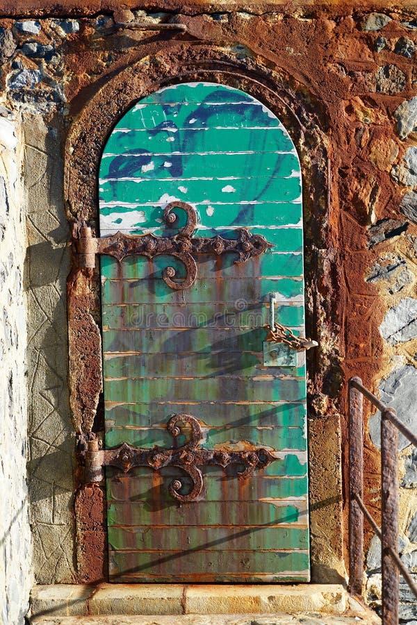 Morbid dörr av fyren av Collioure arkivfoto