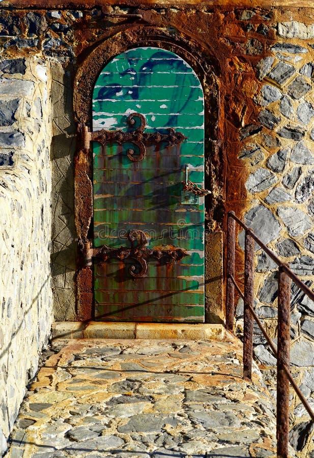 Morbid dörr av fyren av Collioure, Frankrike arkivbilder