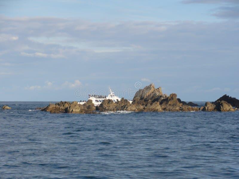 Morbihan - o Ile Oiseaux auxiliar e barco imagens de stock