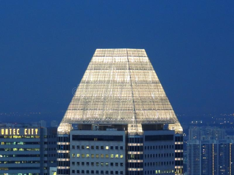 Morceau de couronne de pyramide de concepteur de Singapour de tour de millénaires photos libres de droits