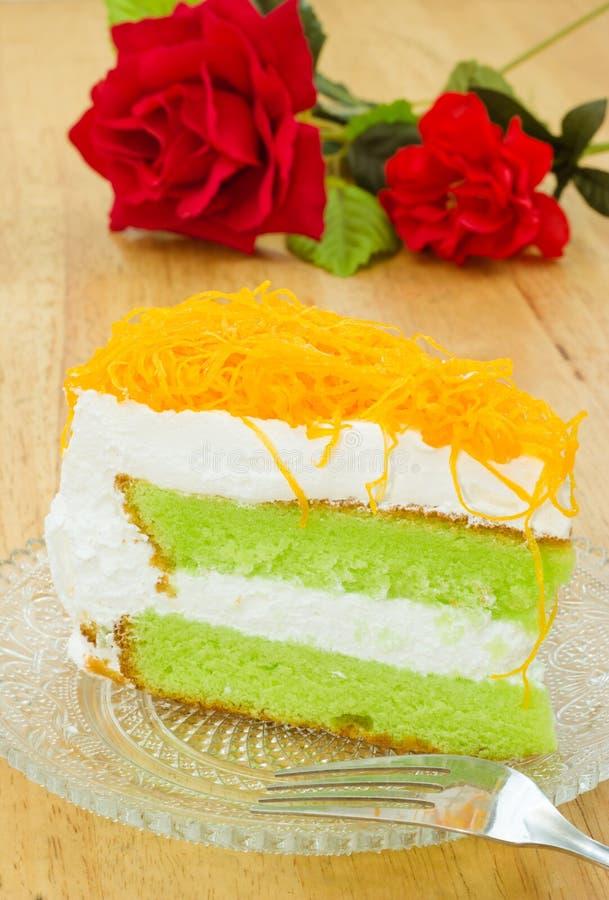 Morceau de gâteau pandan avec la lanière de foi images stock