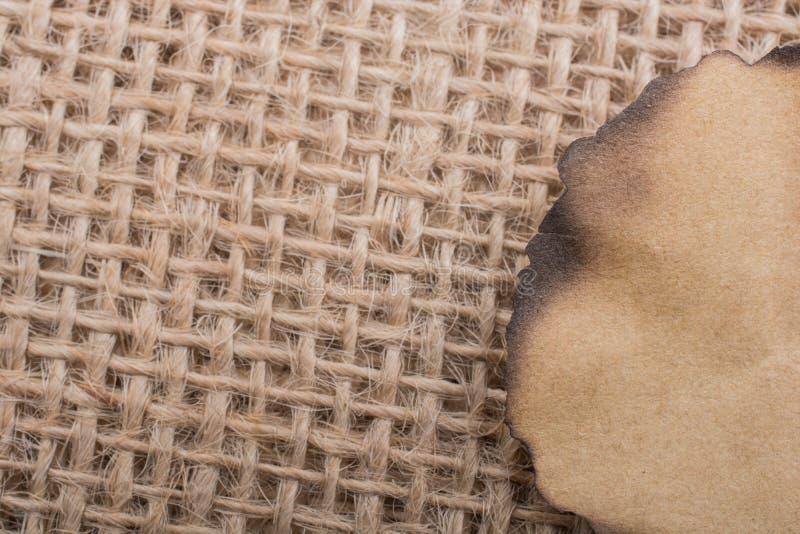 Download Morceau De Papier Brûlé Sur Une Toile De Toile Image stock - Image du papier, notes: 87707819