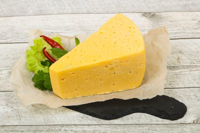 morceau du fromage jaune images libres de droits