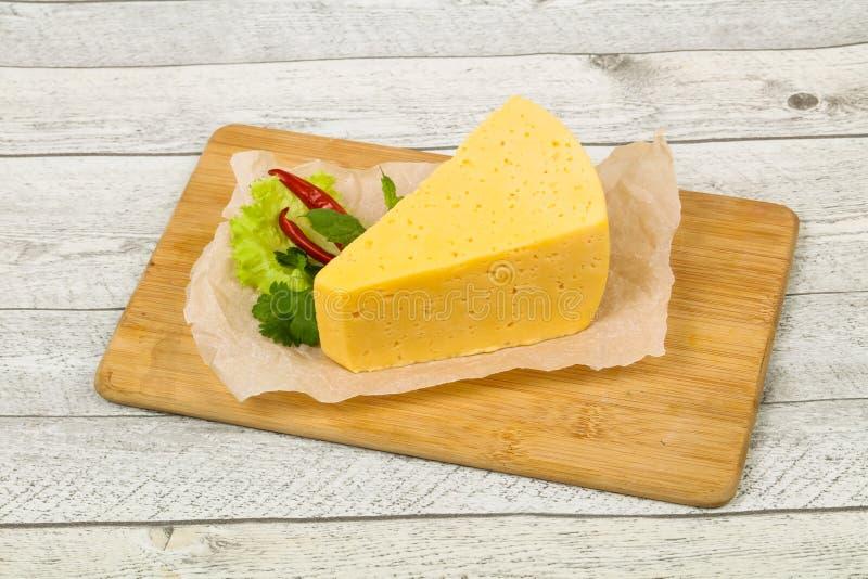 morceau du fromage jaune photos stock