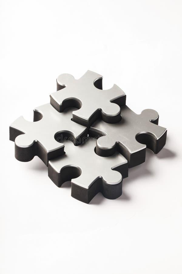 Morceaux argentés de puzzle sur le fond blanc photos libres de droits