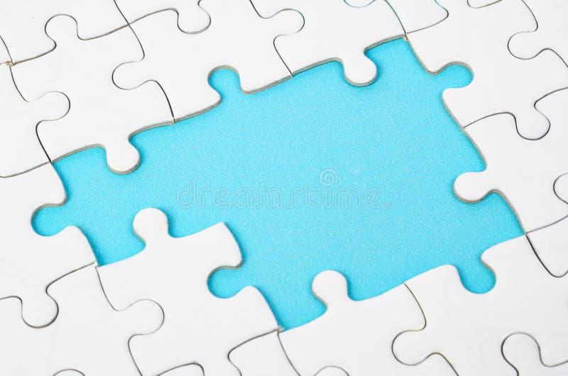 Morceaux blancs non finis de puzzle denteux images libres de droits