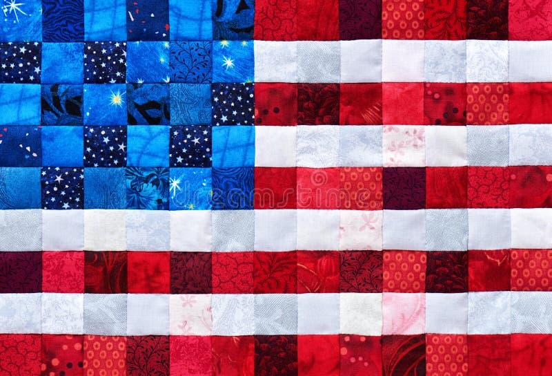 Morceaux carrés de tissus sélectionnés et piqués comme un drapeau des Etats-Unis photos libres de droits