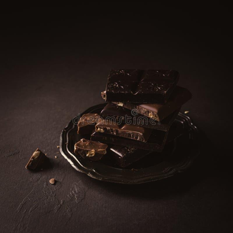 Morceaux cassés de chocolat image stock
