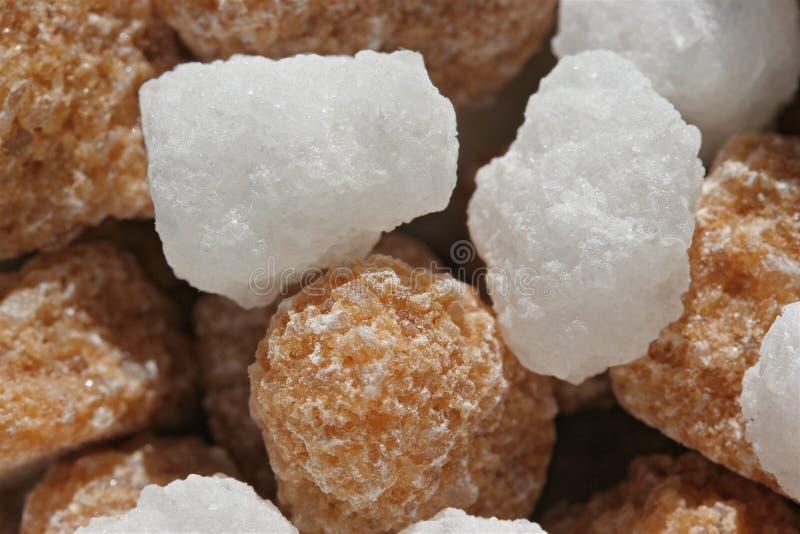 Morceaux de Brown et de sucre blanc photo stock