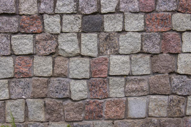 Morceaux de cubes en briques de pavés ronds de noir rose gris rouge de granit, texture de fond Mur de maçonnerie de granit d'un v photographie stock libre de droits