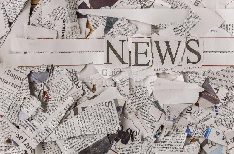 Morceaux de papier déchiré et de titres photographie stock libre de droits