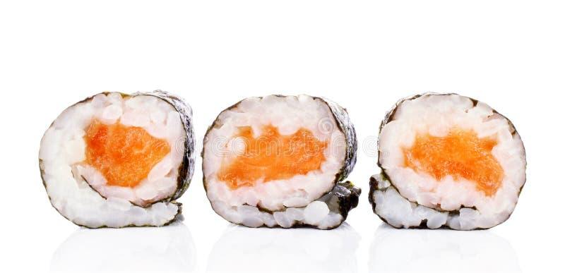 Morceaux de petit pain de sushi avec les saumons, le riz et le nori photographie stock