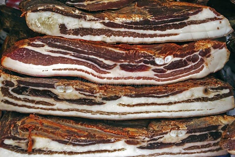Morceaux du lard fumé et du jambon overlapping-1 de porc image libre de droits