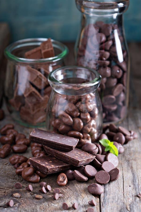 Morceaux, frites, sucreries et barres de chocolat photographie stock
