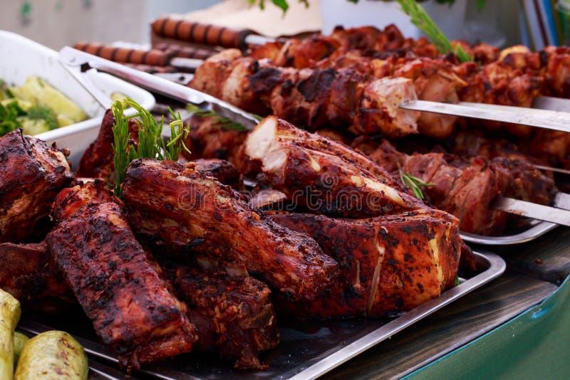 Morceaux frits de viande étroitement  images libres de droits