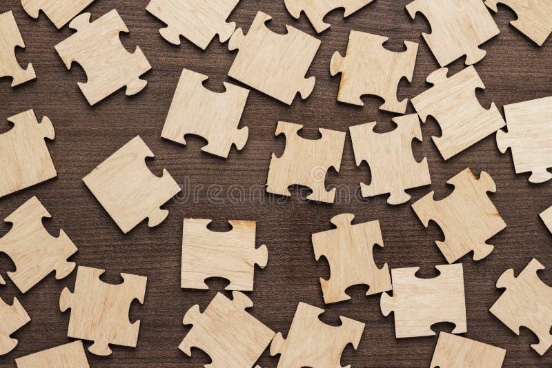 Morceaux inachevés de puzzle photographie stock