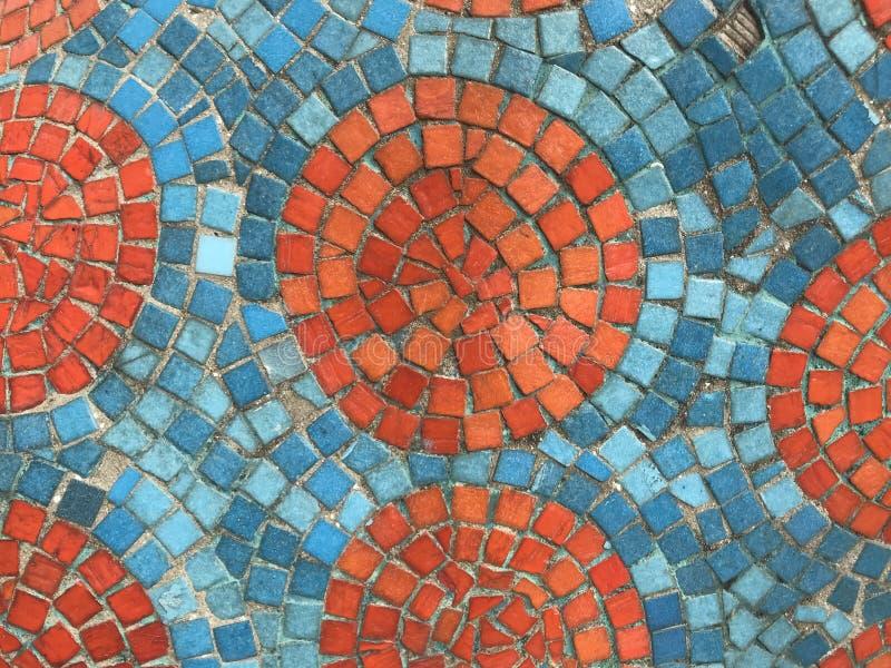Morceaux oranges et bleus de mosaïque carrée créés en tant que modèle stupéfiant photo libre de droits