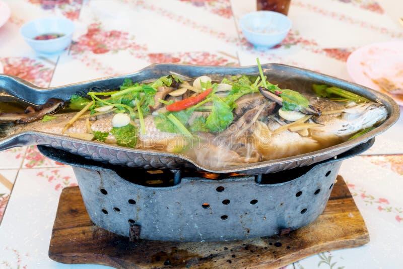 Mordedores cocidos al vapor con la salsa de soja, comida tailandesa fotografía de archivo