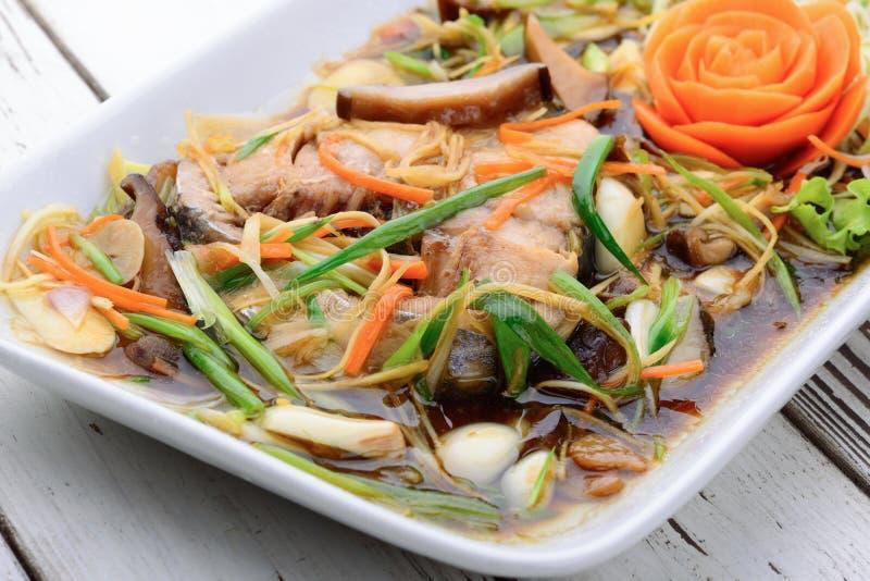 Mordedores cocidos al vapor con la salsa de soja, comida tailandesa imagen de archivo