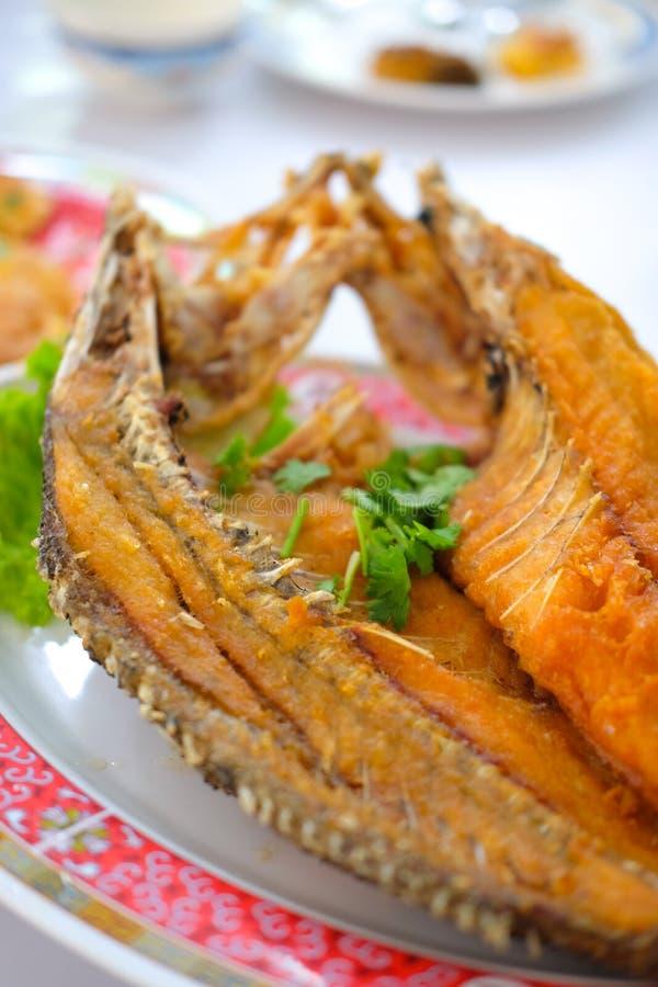 Mordedores fritos rematados con la salsa de pescados dulce imagen de archivo