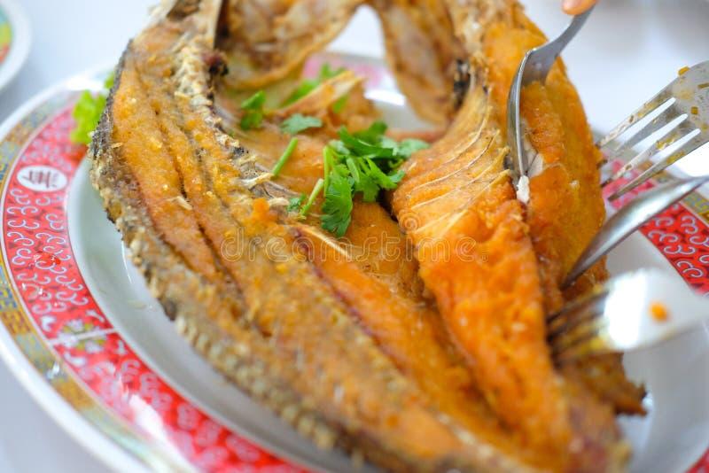 Mordedores fritos rematados con la salsa de pescados dulce fotos de archivo
