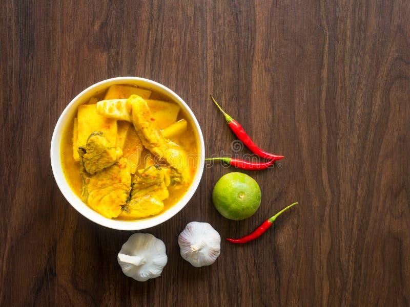 Mordedores y coco del mar con curry picante amarillo imagen de archivo libre de regalías