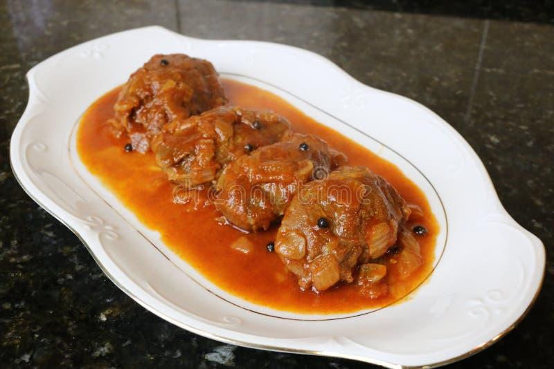 Mordente da carne de porco no prato do molho do alimento típico da culinária andaluza e espanhola imagem de stock royalty free