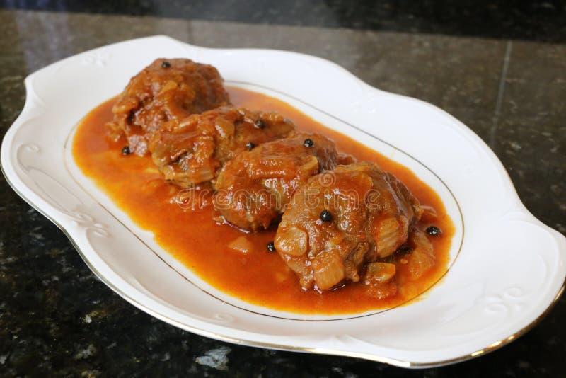 Mordente da carne de porco no prato do molho do alimento típico da culinária andaluza e espanhola foto de stock