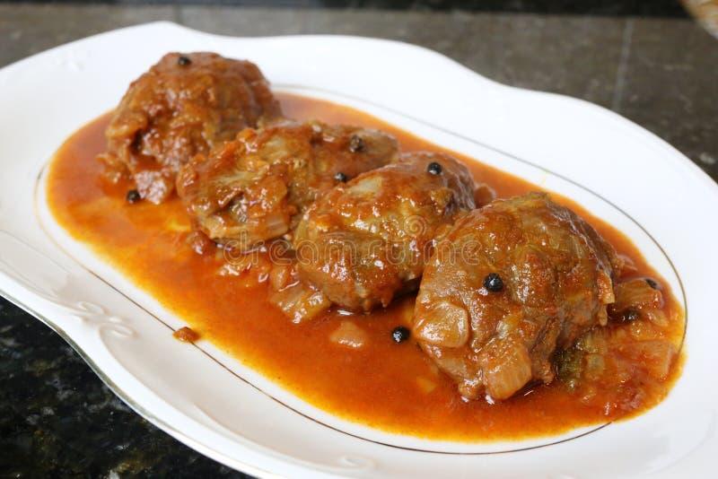 Mordente da carne de porco no prato do molho do alimento típico da culinária andaluza e espanhola imagens de stock royalty free