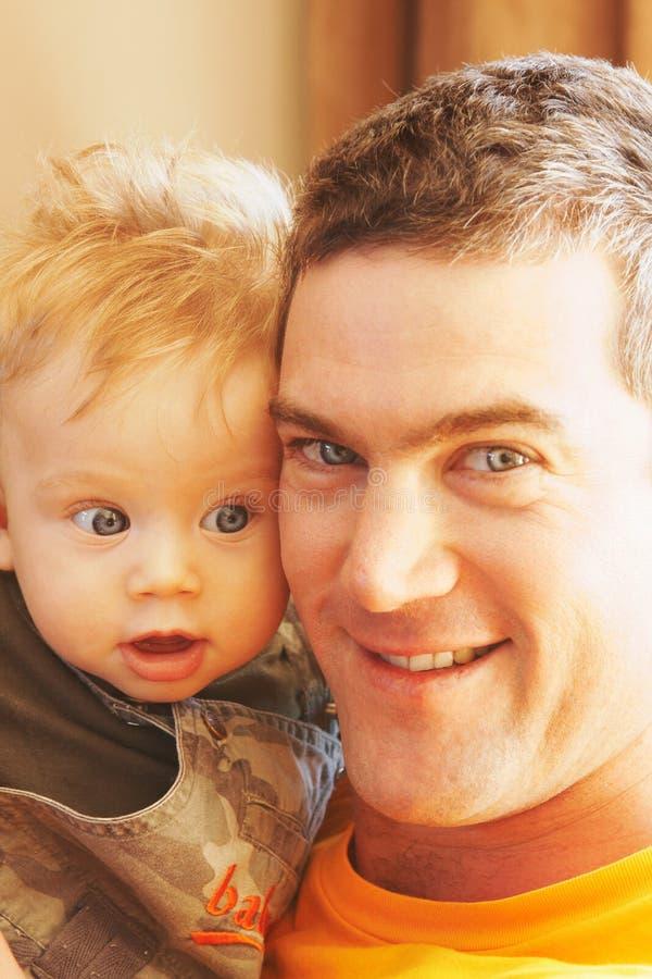 Mordente do pai e do bebê ao mordente foto de stock royalty free