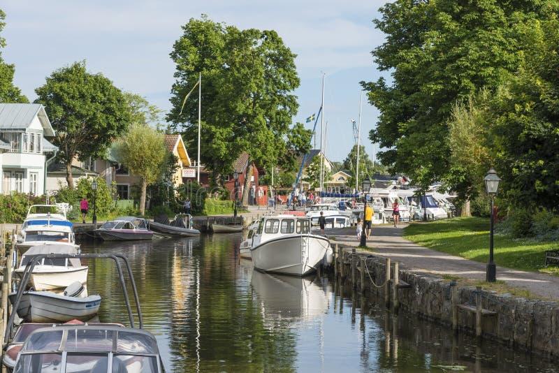 Mored czasu wolnego łodzi Trosa rzeka zdjęcia stock
