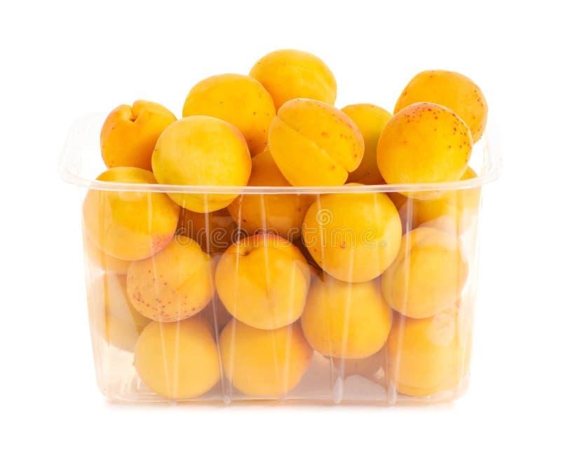 Morele w koszykowej pomarańczowej owoc obraz stock