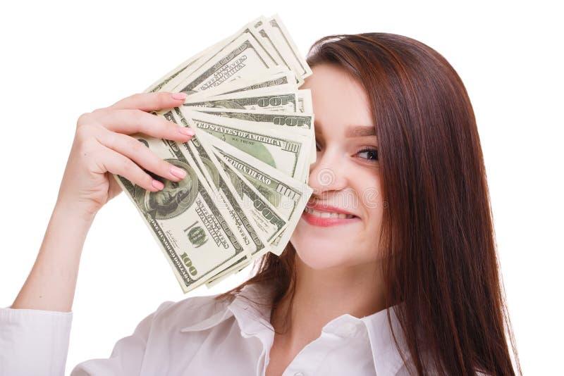 Morena bonita com dólares em um fundo branco Mulher de negócio nova que mostra o dinheiro na came imagens de stock