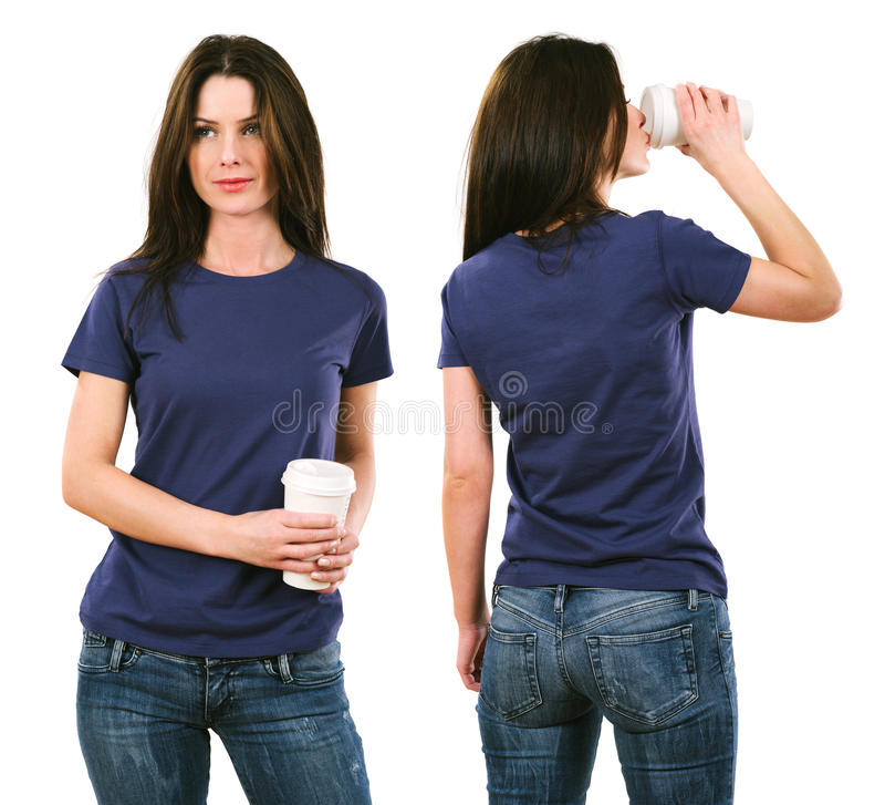 Morena com a camisa roxa vazia e beber imagens de stock