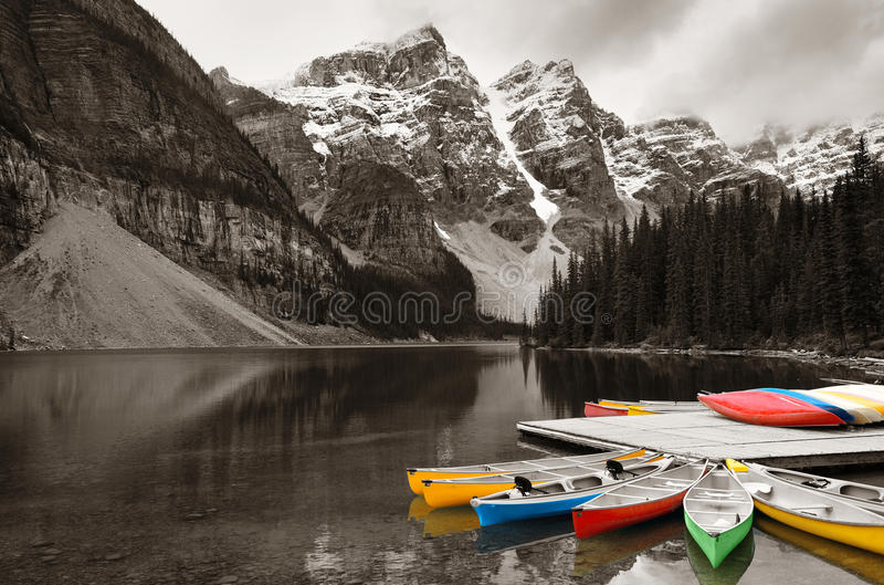 Morena jeziora łódź obraz stock