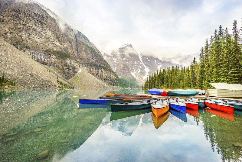 Morena jeziora, Banff park narodowy, Alberta, Kanada zdjęcie stock