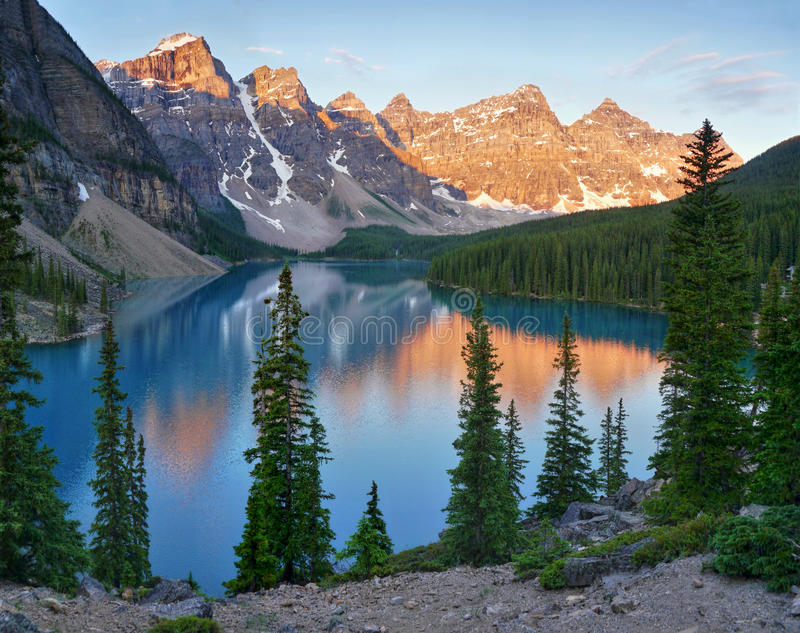 Morena jezioro, Alberta zdjęcie stock
