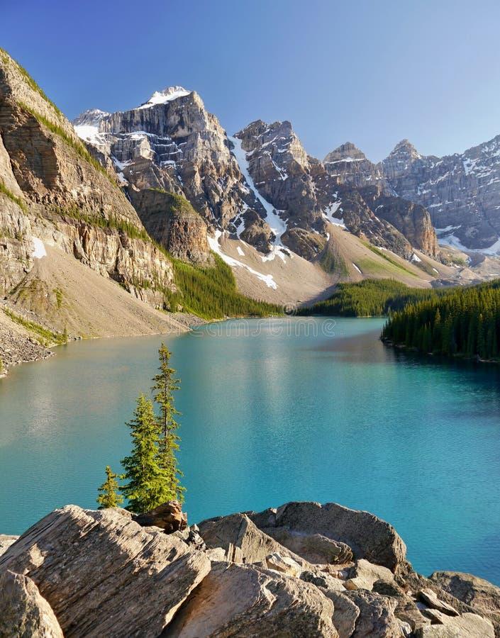 Morena jezioro - Alberta, Kanada zdjęcia stock