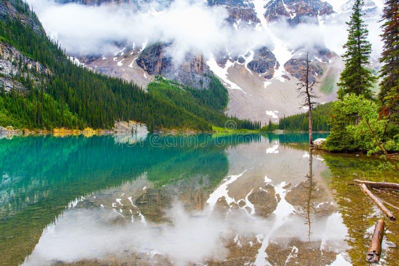 Morena jezioro w Banff, Alberta zdjęcie stock